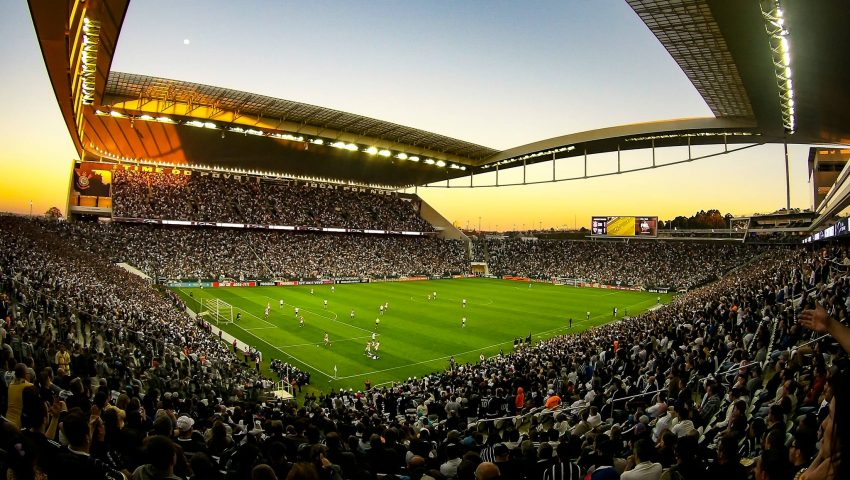 Forte na Arena, Corinthians ainda busca modelo de jogo como visitante