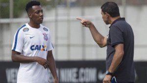 Moisés sobre poucas chances no Corinthians: 'Não foi culpa do Carille ou minha'
