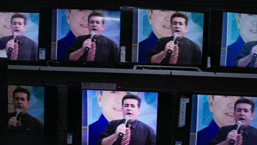Em tempos de pós-verdade, 'Bandidos na TV' joga dúvida sobre história de apresentador que encomendava mortes