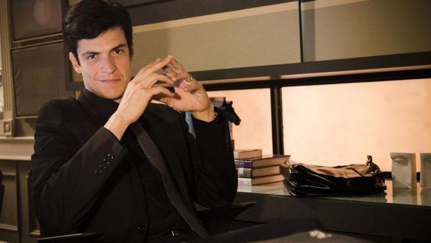 Elenco aposta em volta de Mateus Solano como Félix em cena secreta de 'A Dona do Pedaço'