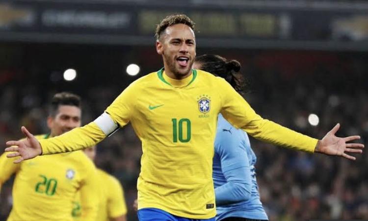 Neymar salva, Brasil vence Uruguai mas ainda está devendo melhor futebol