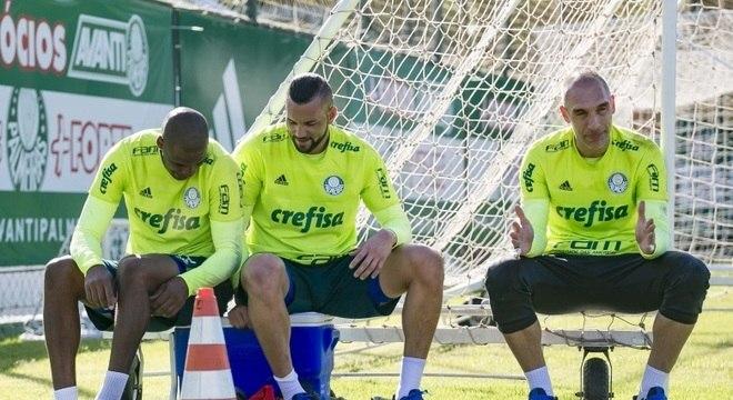 Tem clube procurando goleiro. Palmeiras tem três excelentes…