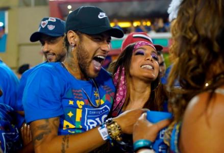 Num calendário apertado e competitivo, Carnaval e Futebol não falam a mesma língua