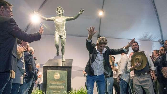 Renato Portaluppi, o mais longevo do nosso futebol. Qual o segredo? Títulos.