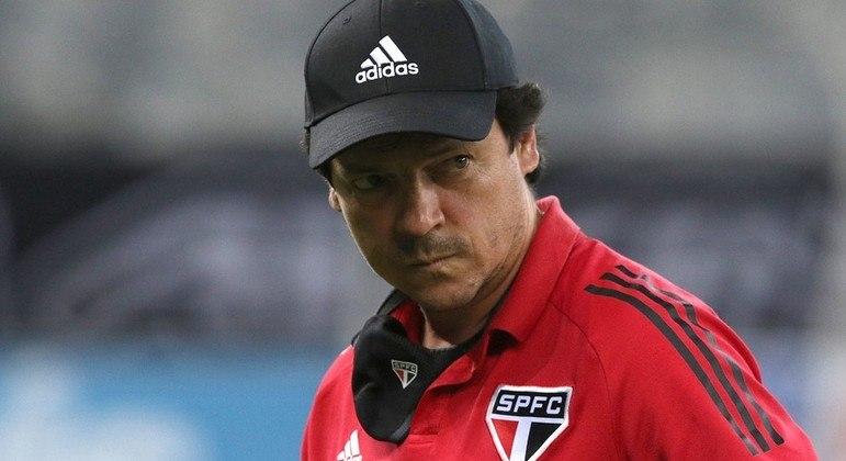 São Paulo procura treinador. Grana é um problemão. Mas diretoria, chega de fazer estágio. SP é coisa grande.
