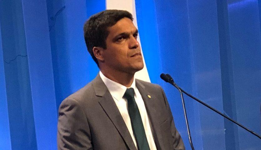 Após 21 dias, Cabo Daciolo desce monte e diz que 'será presidente'