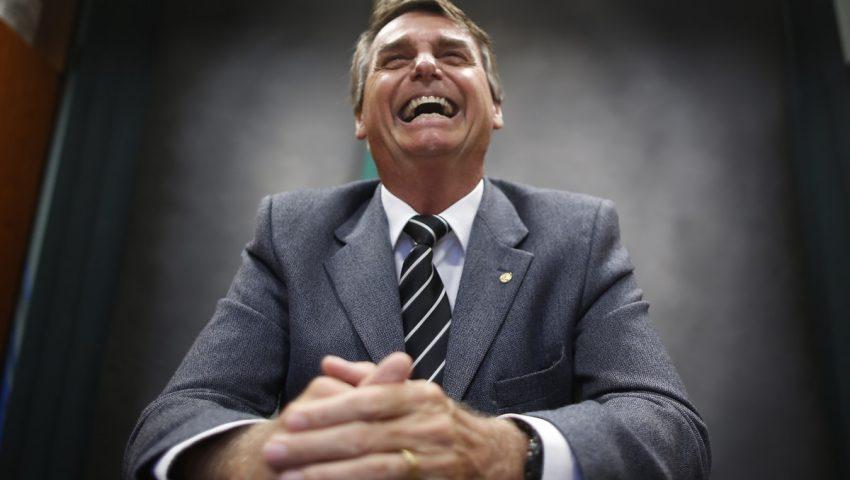 Bolsonaro a Alcolumbre: 'Apesar da gravata rosa, ele é meu amigo'