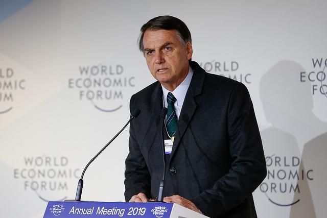 Bolsonaro confirma que irá sobrevoar Brumadinho neste sábado