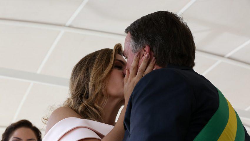 Pelo Twitter, Jair Bolsonaro homenageia Michelle no Dia dos Namorados