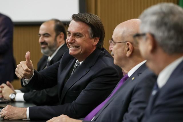 Após críticas, Bolsonaro diz que não assistiu 'Bruna Surfistinha': 'Eu não, pô'