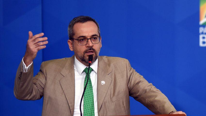 Weintraub diz que Bolsonaro não vai tirá-lo do cargo: 'É fake news o ano inteiro'