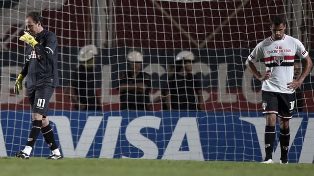 São Paulo perde jogo igual numa falha individual
