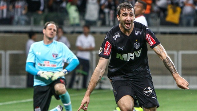 São Paulo joga bem, mostra evolução mas perde do Atlético-MG