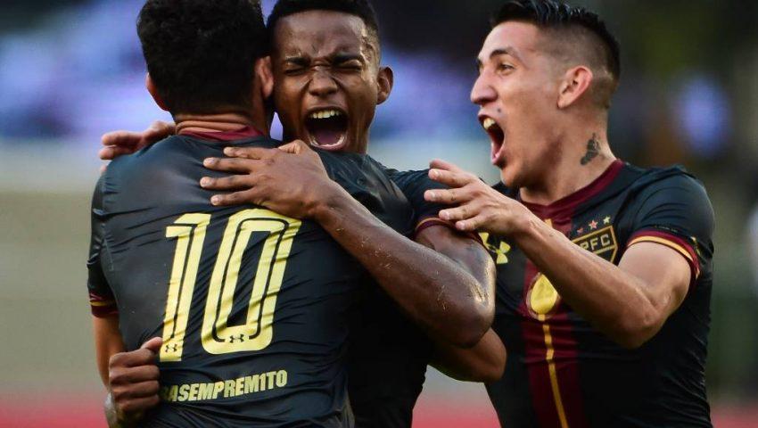 Apesar da torcida contra, São Paulo vence no Morumbi
