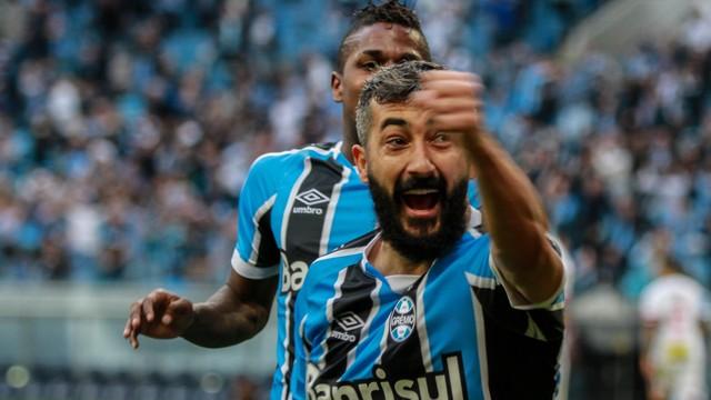 São Paulo vive realidade, Grêmio vence com facilidade