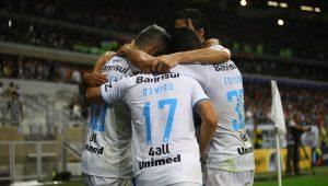Maicon e Douglas comandam o Grêmio rumo ao título