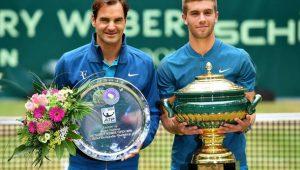 Coric vence Federer e Nadal volta ao número 1