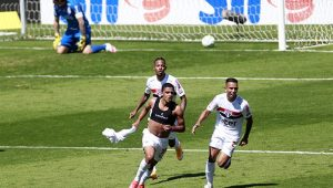 São Paulo bate Corinthians com garotada