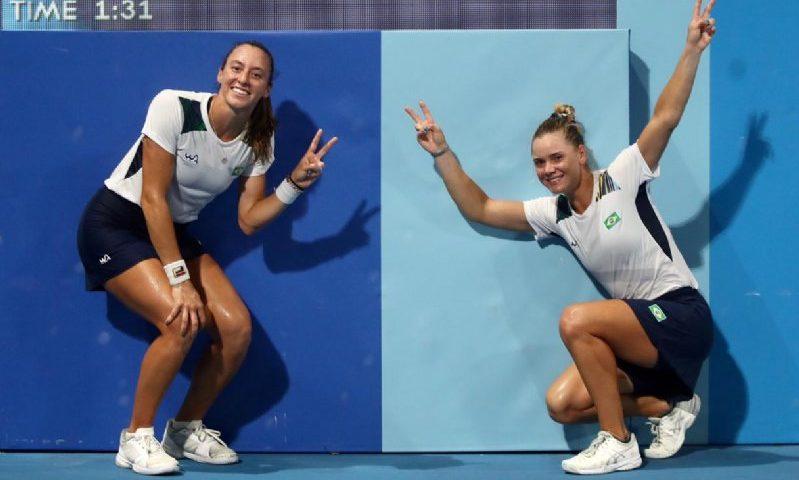 Stefani e Pigossi salvam 4 match-points e avançam às quartas