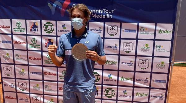 Klier conquista título em Medellin