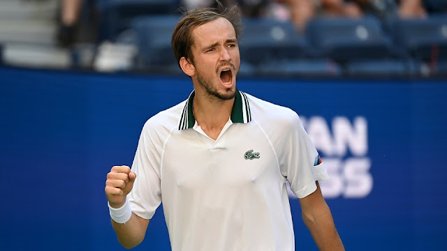 Medvedev é o primeiro semifinalista
