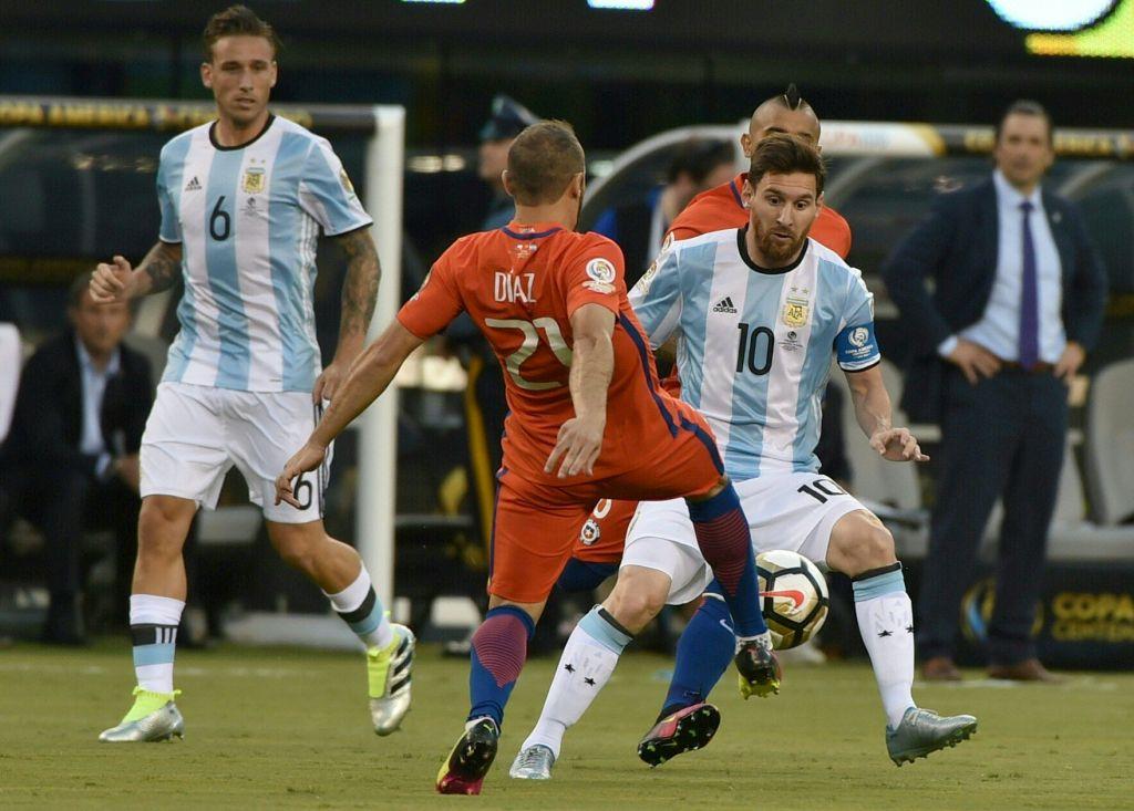 Messi é gênio. É o cara que leva a Argentina para as finais. Sem ele o time é bem comum