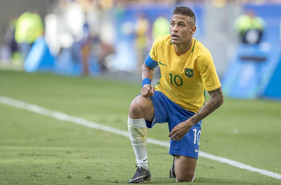 Não acho Neymar gênio. Está distante dos melhores que já vi jogar