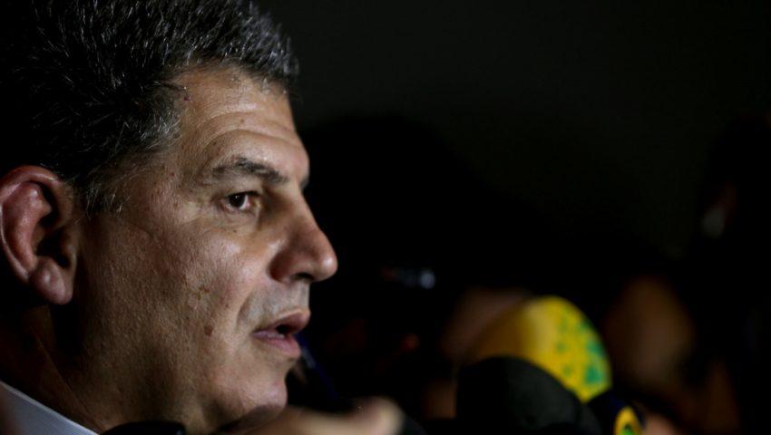 A guerra política no laranjal do PSL e o soldado Carlos