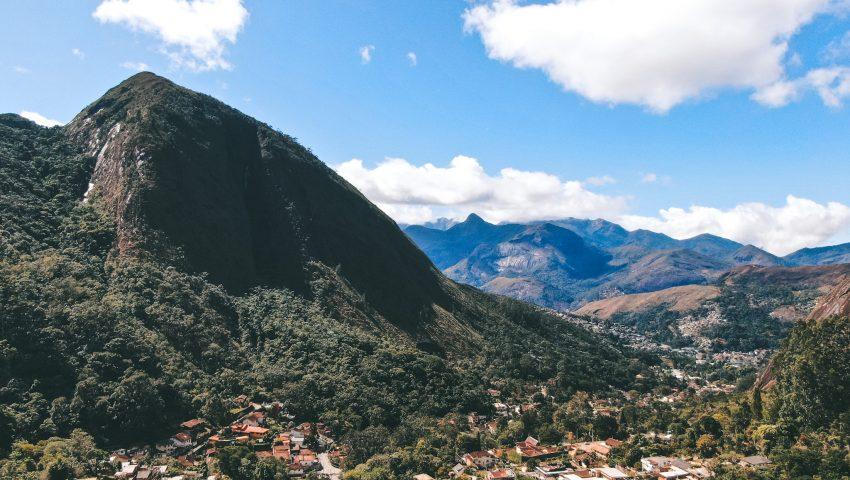 Cantinho da Paz: casa em um belo vale de Petrópolis
