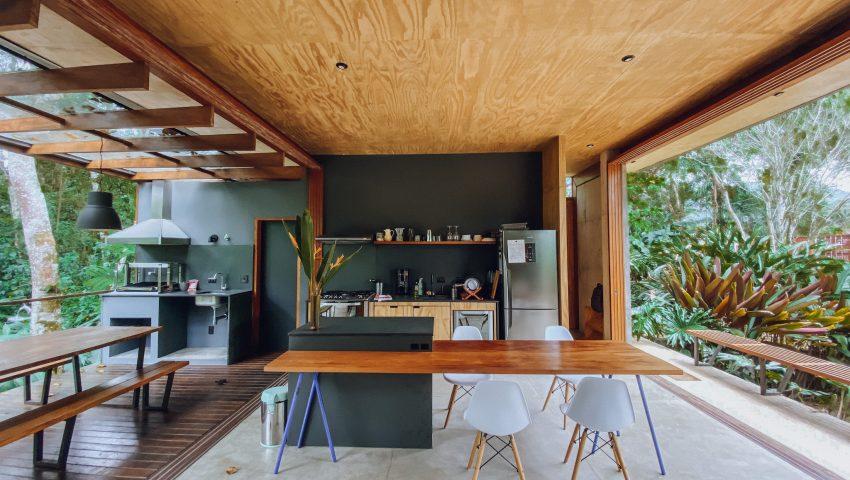 Casa contemporânea e sustentável em Ubatuba; saiba tudo