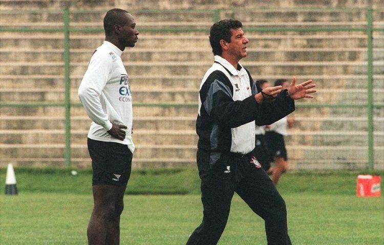 Histórias do Vampeta: O dia em que Joel Santana peitou a diretoria do Corinthians