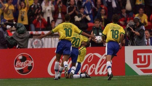 Histórias da Bola: O dia em que Leonardo emprestou seu shampoo para Rivaldo