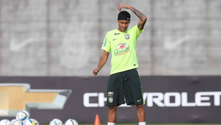Seleção conta com cópia pirata de Neymar